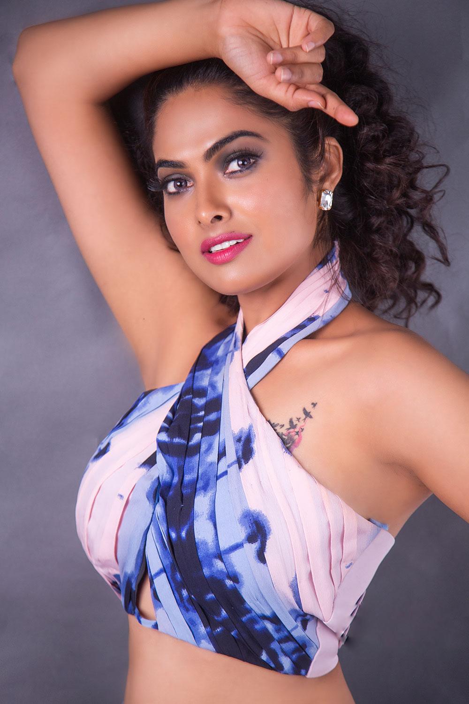 Actress Divi Vadthya Photoshoot