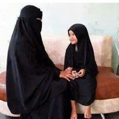 Kapan Wanita Memakai Busana Syar'i