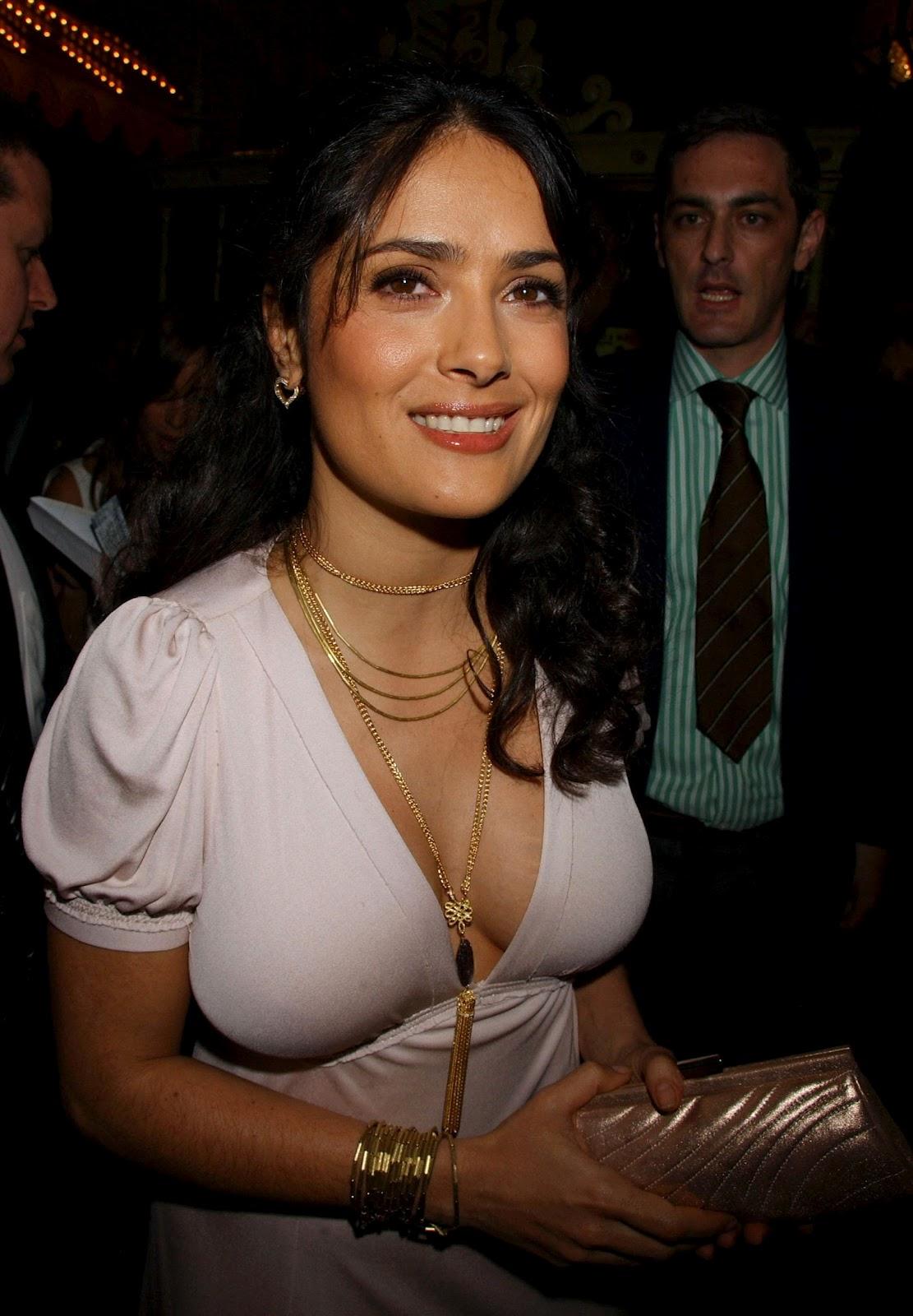Celebrity Bra Size Salma Hayek -95D 36C-2527