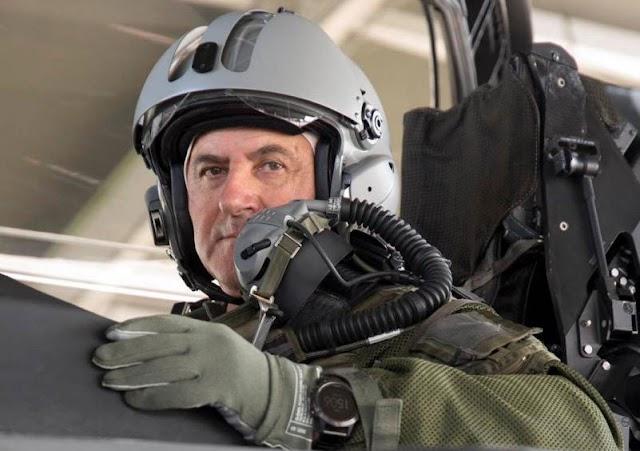 Ο Αρχηγός της Πολεμικής Αεροπορίας πέταξε με Rafale (ΦΩΤΟ)