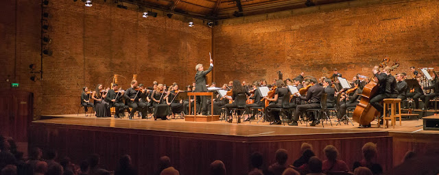Semyon Bychkov conducting the Britten Pears Orchestra in Snape Maltings concert hall - photo Matt Jolly