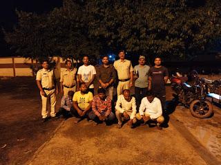 पुलिस ने घेराबंदी कर 6 जुआड़ी को पकड़ा