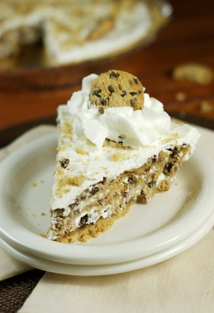 No-Bake Chocolate Chip Cookie Pie   www.thekitchenismyplayground.com