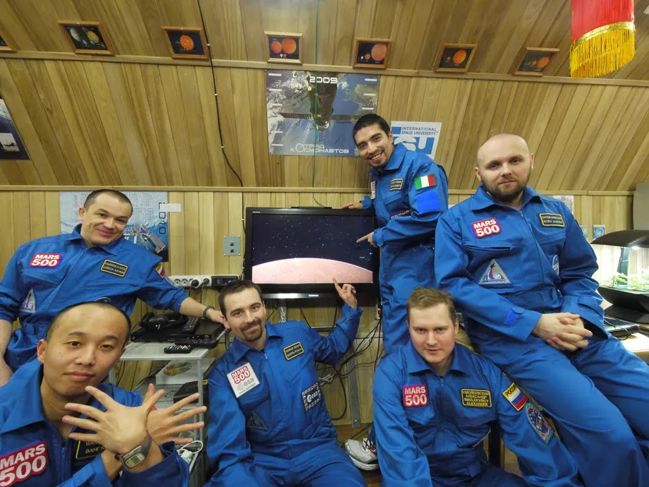 The members of the Mars 500 study who stayed inside a habitat for 520 days. Image: ESA