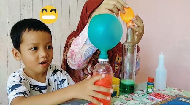 balon menggelembung tanpa ditiup karena cuka dan baking soda