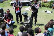 Puluhan Mantan KKB Yambi, Puncak Jaya Terima Bantuan Kemanusiaan dari Binmas Noken Polri
