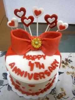 Fourth wedding anniversary cake