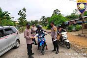 Kapolsek Tebo Tengah Pimpin Operasi Yustisi Sambil Bagi-bagi Masker