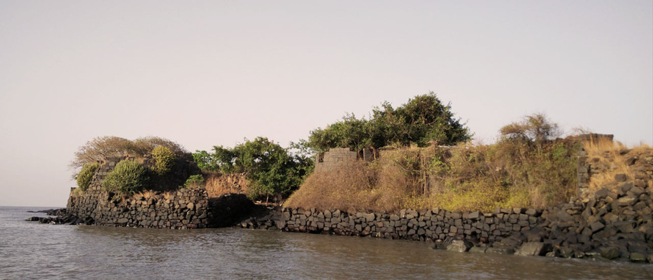 खांदेरी उंदेरी किल्ला - Khanderi Underi Fort