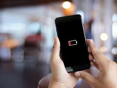 Las baterías de los smartphones podrían cambiar para siempre gracias a un nuevo electrolito descubierto por el MIT, que prevé su comercialización en un par de años