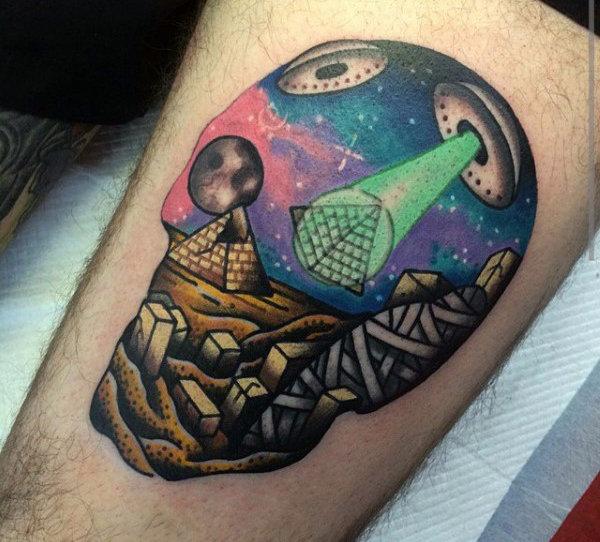 Tatuaje de Pirámide surrealista