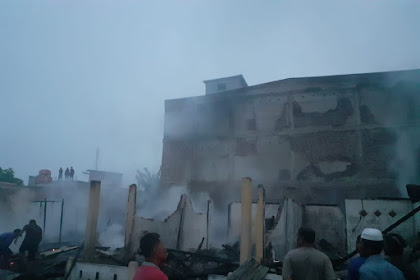 8 Rumah Warga di Keritang Terbakar, 1 Orang Warga Alami Luka Bakar