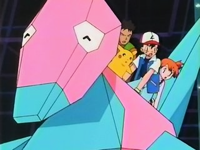 Ash y sus amigos montados sobre Porygon