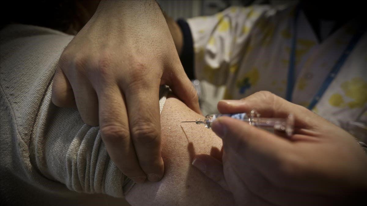 Se duplica número de personas fallecidas vacunadas contra el Covid-19: Contraloría