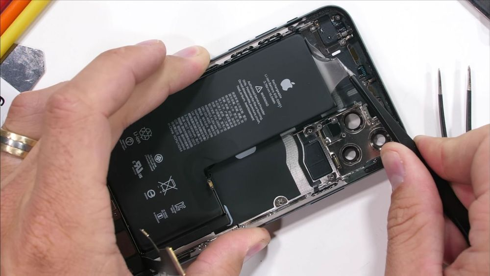 Apple Might be forced to launch IPhone removable batteries