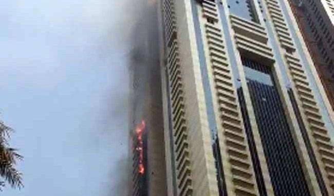दुबई: दुनिया की सबसे ऊंची  सुलाफा टावर में लगी भीषण आग
