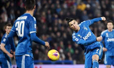 كريستيانو رونالدو يعادل رقما قياسيا في الدوري الإيطالي