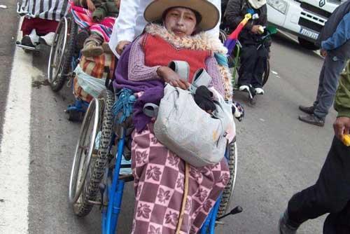 Lidia, la cholita de la 'caravana de la esperanza' que quiere hablar con Evo