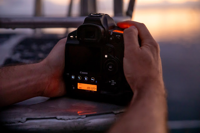 Canon EOS-1D X Mark III illuminated buttons