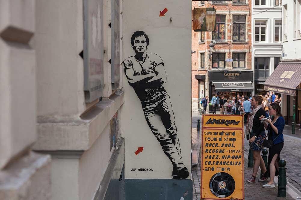 French street artist Jef Aerosol life-sized street art in Brussels