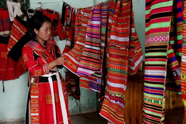 Độc đáo nghề dệt thổ cẩm của người Pà Thẻn - Amazing Vietnam