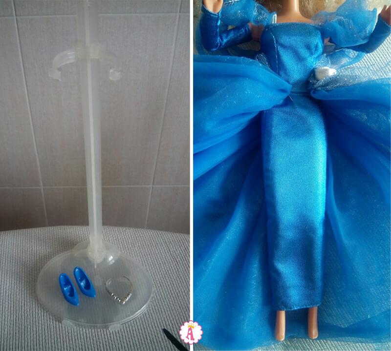 Подставка и обувь для куклы Барби в синем платье
