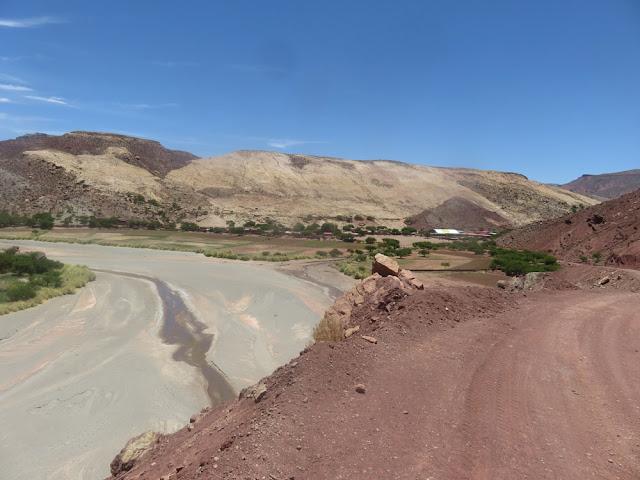 Noch nie habe ich den Fluss dort so trocken gesehen. Wenn es nicht bald regnet, steht uns eine Dürre bevor.