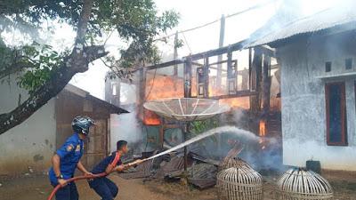 Rumah Oyong Liza Dilalap Si Jago Merah, Kerugian Dicapai Ratusan Juta Rupiah