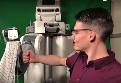 Το ρομπότ που σε βοηθά να ντυθείς!