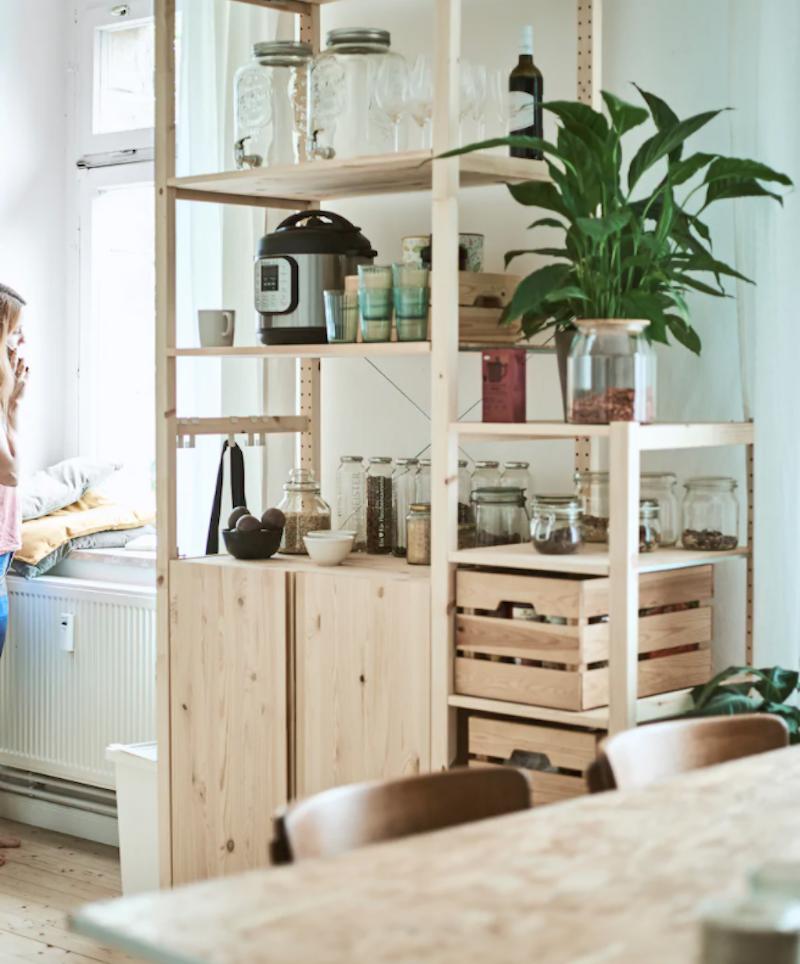 Cocina con módulo IVAR de IKEA