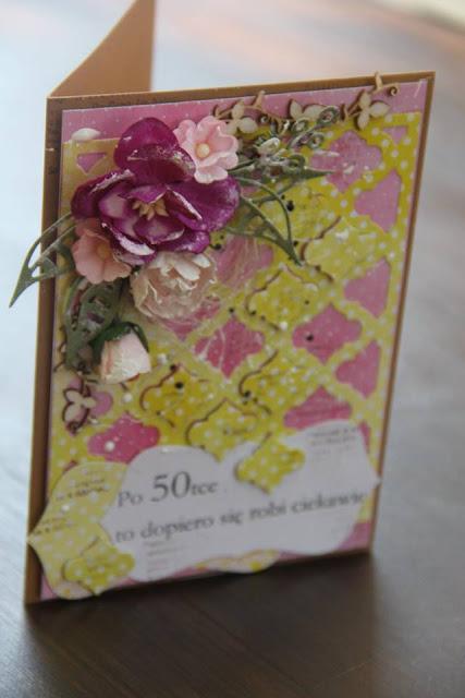 kartka ozdobiona kwiatami i tekturką