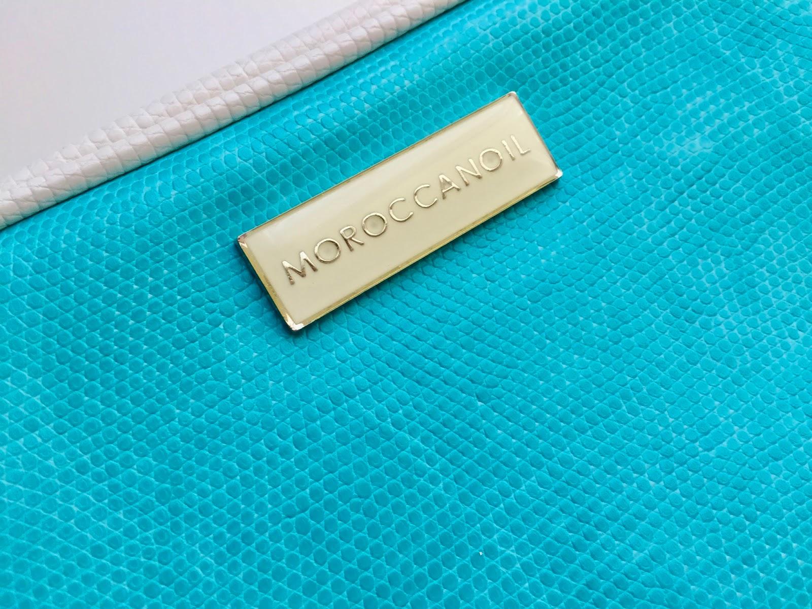detail na štítek moroccanoil tašky