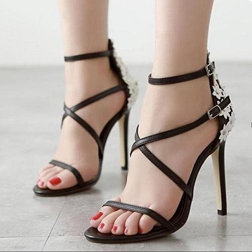 model-sepatu-hak-tinggi-bertali