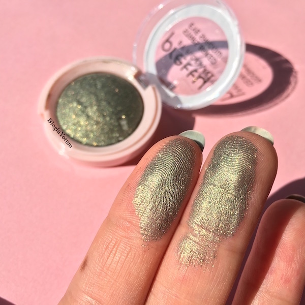 pretty by flormar stars baked eye shadow 04 green lights swatch1