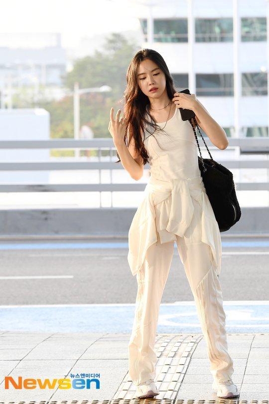 Son Naeun havaalanında muhteşem görünüyor