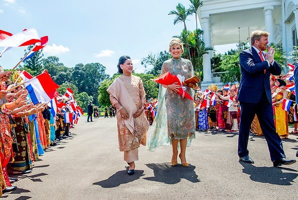 Queen Maxima wore Natan'Edouard Vermeulen silk dress from Natan Spring Summer 2020 collection. Joko Widodo and Iriana