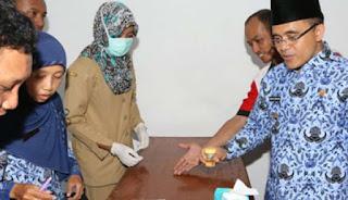 PNS Banyuwangi dites urine mendadak.