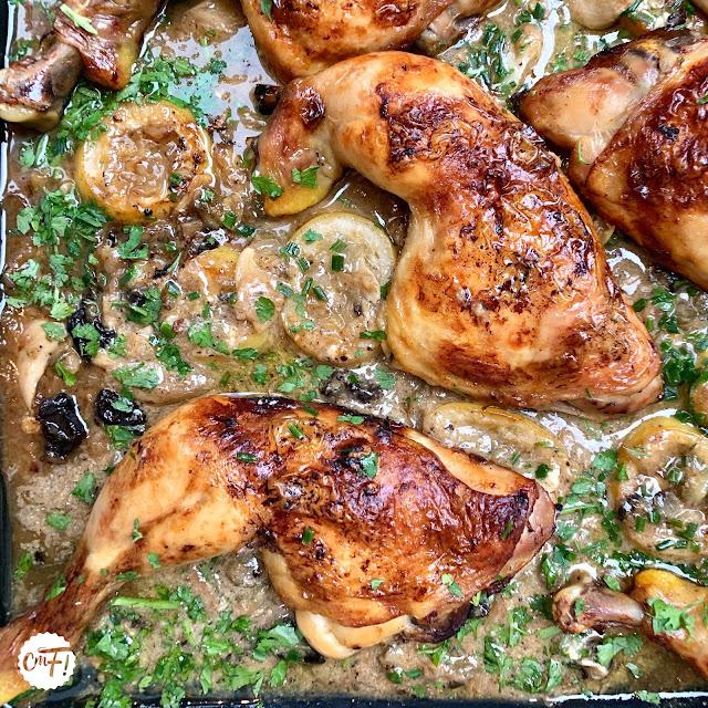 Poulet rôti, sauce crémeuse à l'ail et au poivre vert d'Ottolenghi