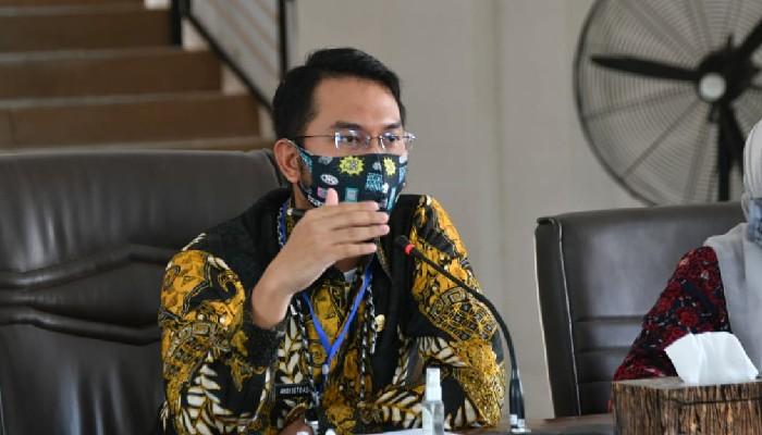 Bupati Sinjai Andi Seto Asapa (ASA) meminta pemerintah desa untuk menyiapkan tempat karantina khusus atau ruang isolasi. Lokasi itu diperuntukkan bagi setiap warga yang datang ke wilayah tersebut untuk mengantisipasi penyebaran Covid-19
