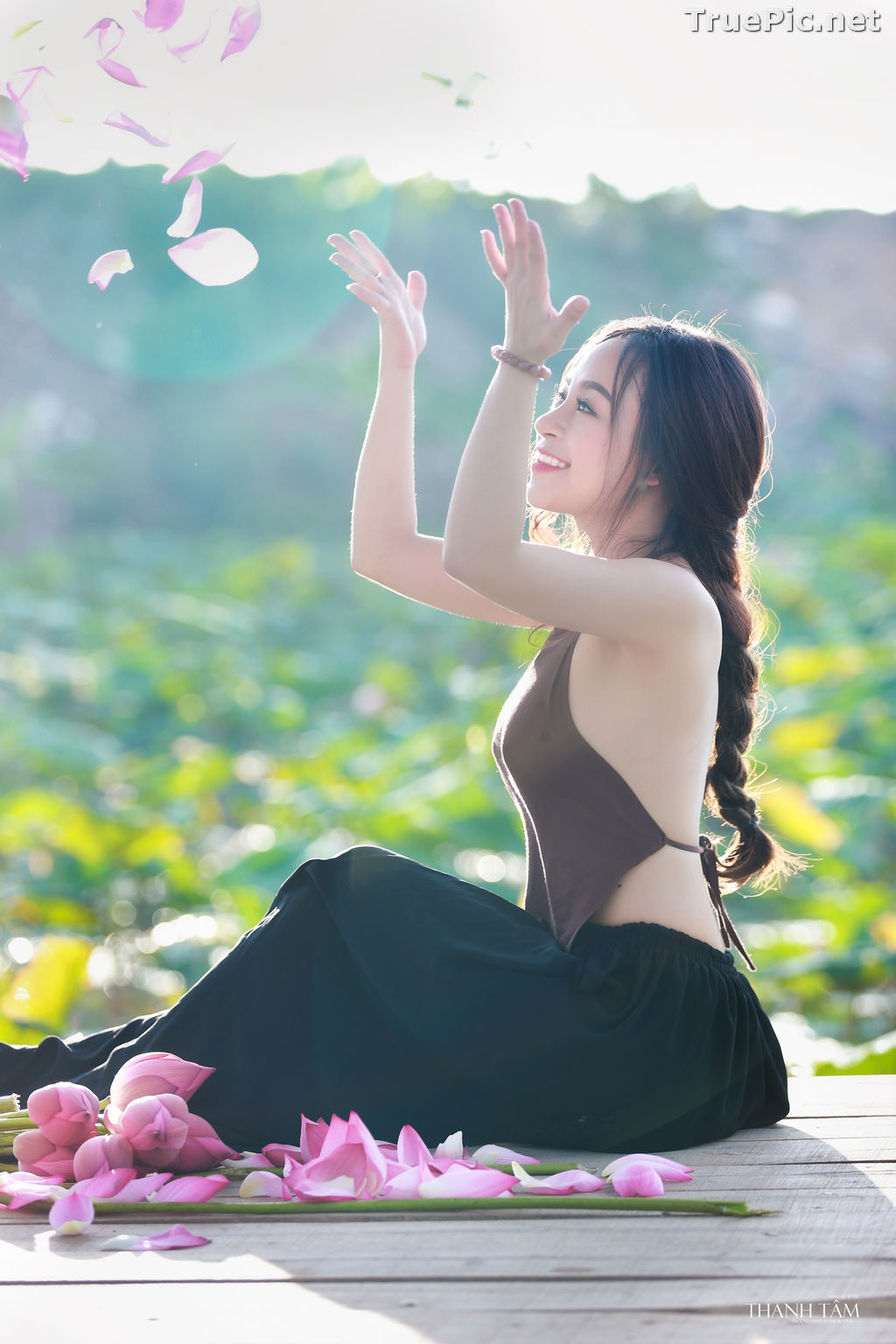 Image Vietnamese Model - Ha Minie - Beauty Girl and Lotus Flower #2 - TruePic.net - Picture-4