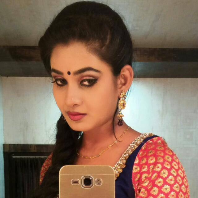 Ritu Singh biography wikipedia, Bhojpuri actress Ritu Singh date of birthday, Ritu Singh upcoming movies info, Check out Ritu Singh's Latest filmography, photo, Images, Wallpaper on Top 10 Bhojpuri