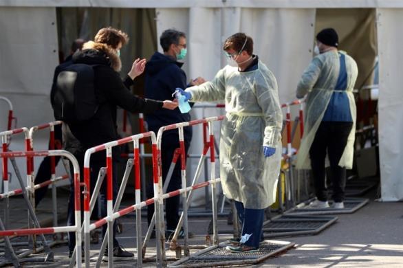 Ινστιτούτο Κοχ: «Η εξάπλωση της επιδημίας δείχνει να επιβραδύνεται»