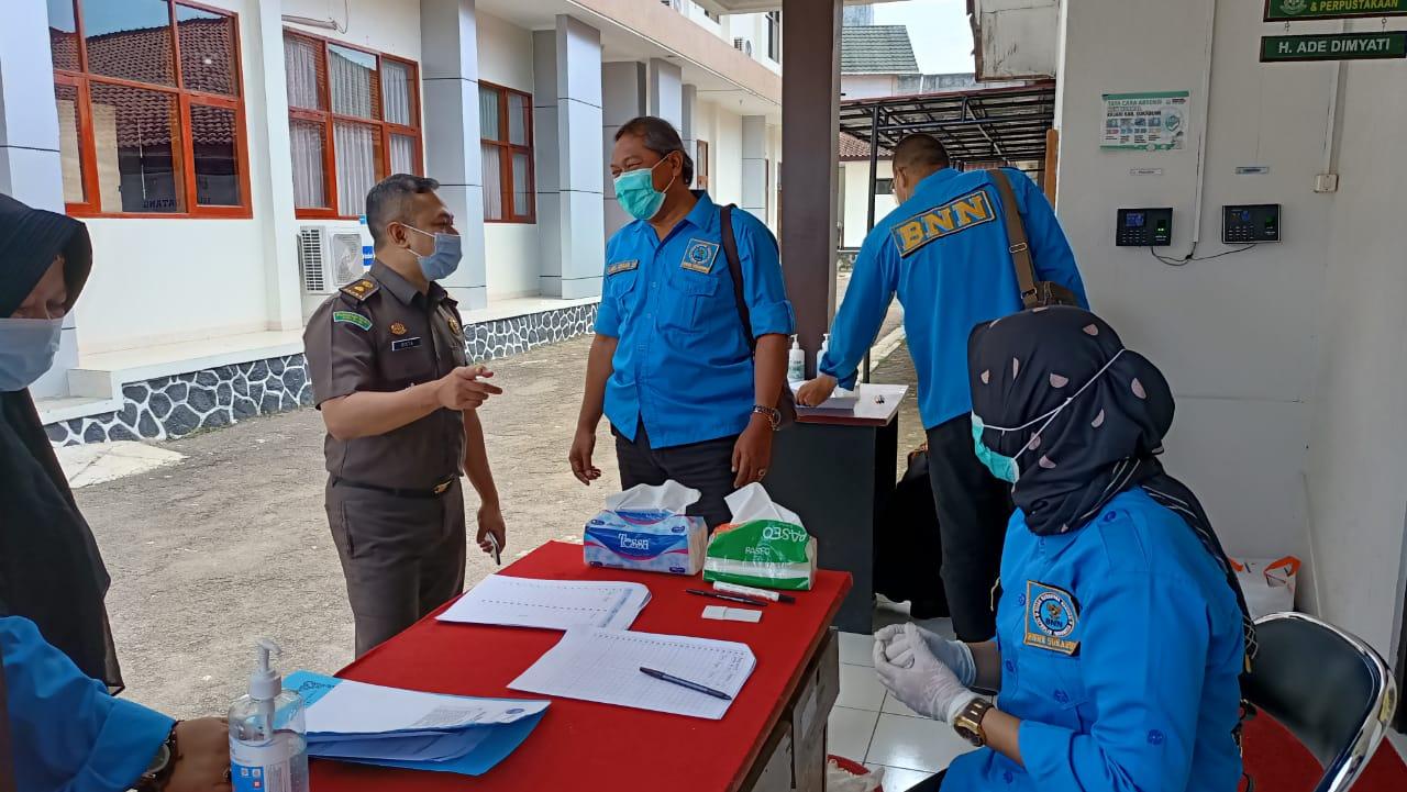 Mendadak Tim Gabungan BNN Lakukan Tes Urin di Kantor Kejakaaan Kabupaten Sukabumi