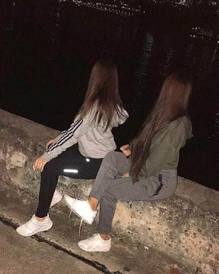 pose de amigas casual en la noche tumblr