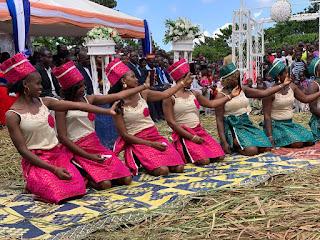 Uganda Hochzeit traditionelle Kleidung