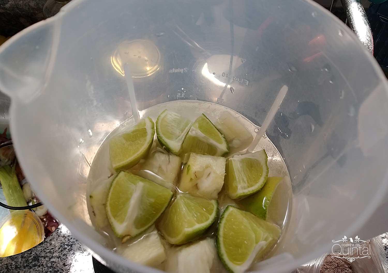 Suco para aumentar a imunidade: abacaxi, gengibre, cúrcuma, sorgo, mel e limão!