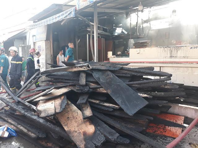 TP.HCM: Cháy cơ sở kinh doanh đồ gỗ khu chợ Cây Sộp sáng 10.7