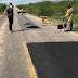 Trabalhando: O vereador Leandro Félix acompanha operação tapa-buracos na RN-401