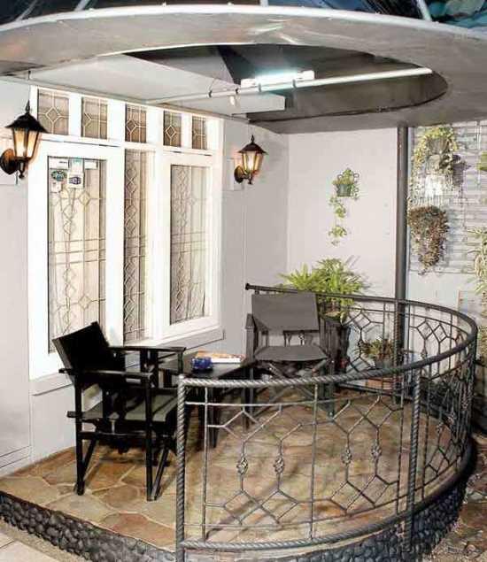 bentuk teras rumah minimalis yang melengkung ke arah depan