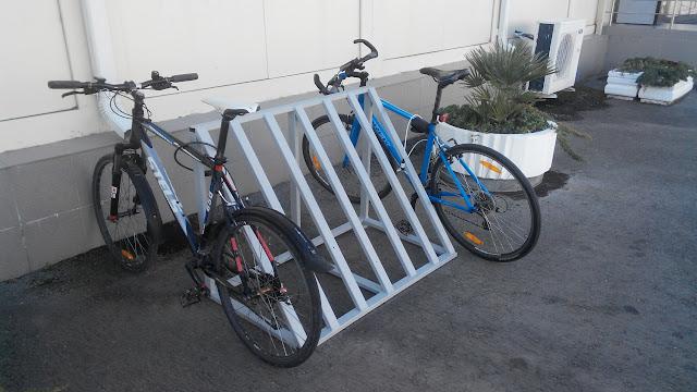 Плохая неудобная велопарковка